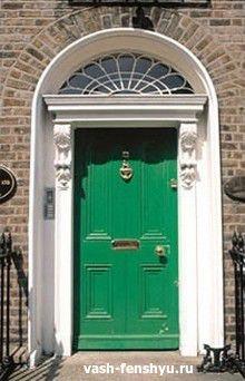 входная дверь зеленая