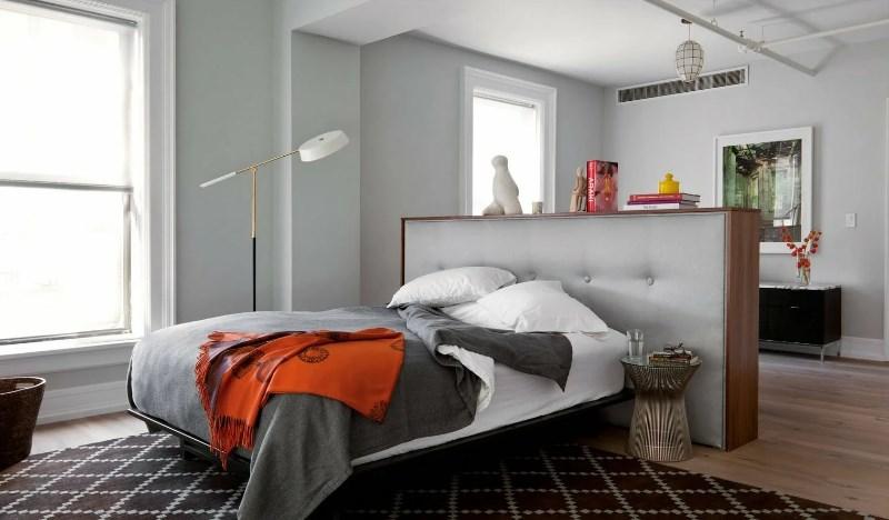 кровать посреди комнаты по фен-шуй